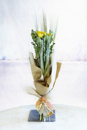Ram de roses Sant Jordi. A VENTURA Floristes trobaràs les roses més fresques i de qualitat.